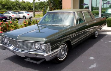 Chrysler Imperial front