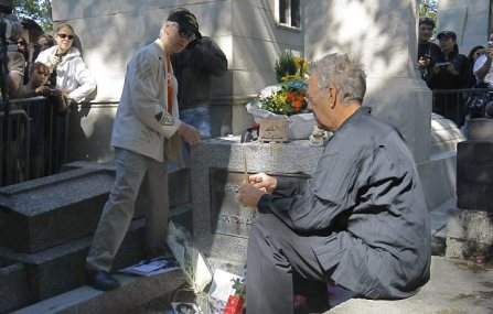 Robby Kreiger and Ray Manzereck at Jim Morrison Grave In Paris